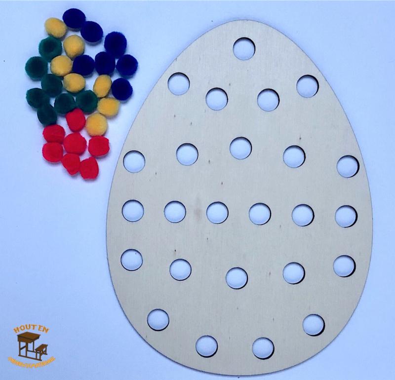 Décorer des œufs de Pâques (avec pompons)