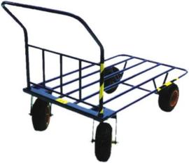 Plateauwagen extra lang 1470 mm met grote luchtbanden.