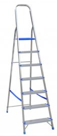 Vrijstaande aluminium trapladder met kunststof platform. Verkrijgbaar in verschillende afmetingen