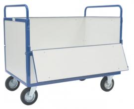 Platformwagen volledig voorzien van gelamineerde plaat. Aan één lange zijde te openen.