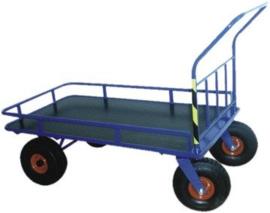 Plateauwagen met rek rondom en extra lang 1470 mm met grote luchtbanden.