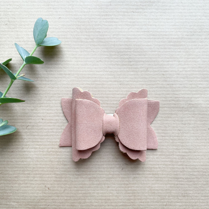 Cloudy bow old pink