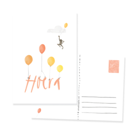 Feestelijke ansichtkaart met ballonen en aapje HOERA | per 5 stuks