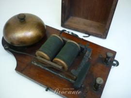Oude antieke elektrische deurbel