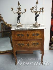 Zeer stijlvolle Louis XV commode met marquterie.