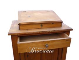 Mooie antieke lectern, spreekstoel of pupiter kastje in grenen