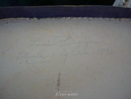 Brocante oude textieldoos of kledingdoos in karton