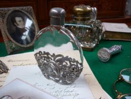 Art nouveau parfumflesje in montuur