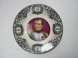 Antiek polychroom bord met portret van Napoleon Bonaparte