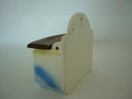 Brocante zoutvat (zoutbakje, zoutla, pot à sel) met opschrift 'Sel' in keramiek