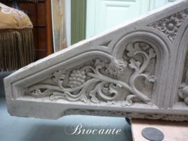 Antiek gesculpteerd fronton in zandsteen - oud bouwornament