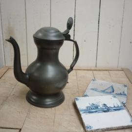 Oud tinnen koffiekannetje