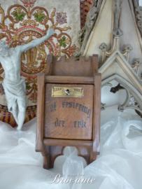 Antieke originele offerblok uit een kerk 'Tot versiering der Kerk'
