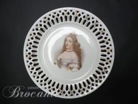 Porselein bord in ajour met afbeelding van Marie Therese