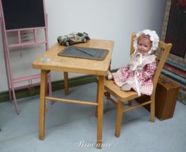 Mooi vintage kindertafeltje en kinderstoeltje