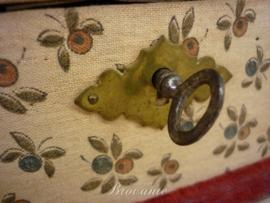 Brocante shabby chic gebloemde stoffen doos/box met sleuteltje