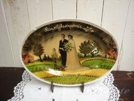Vintage sierbord met huwelijksherinnering