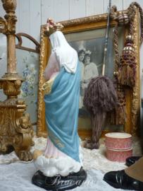 """Antiek beeld Maria met kind en Engelen """"Notre Dame des Victoires"""", Frankrijk, ca 1900 (rose onderkleed)"""
