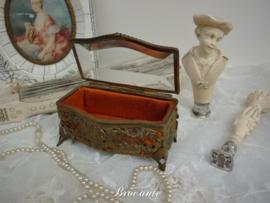 Antiek facet geslepen juwelendoosje