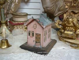 Heel mooi oude spaarpot in de vorm van een huisje