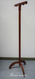 Antieke neogotische kazuifel standaard