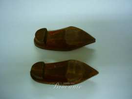 Vintage miniatuur klompen in hout