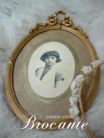 Brocante ovaal Louis XVI kader met meisjes portret