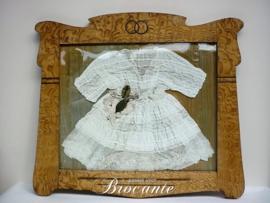 Art nouveau kader met doopkleedje