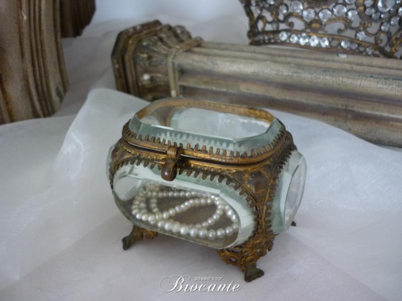 Antiek facet geslepen juwelendoosje/bruidskistje uit Frankrijk