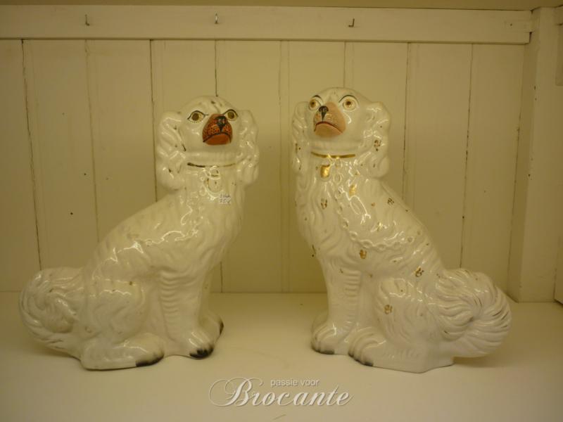 Twee antiek Staffordshire hondjes, hoerenhondjes
