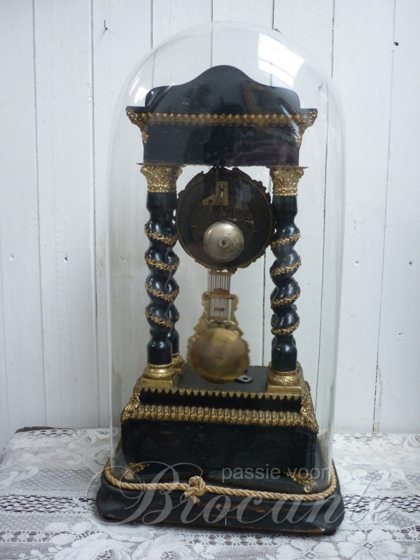 Uitzonderlijk mooie antieke Napoleon III pendule onder globe