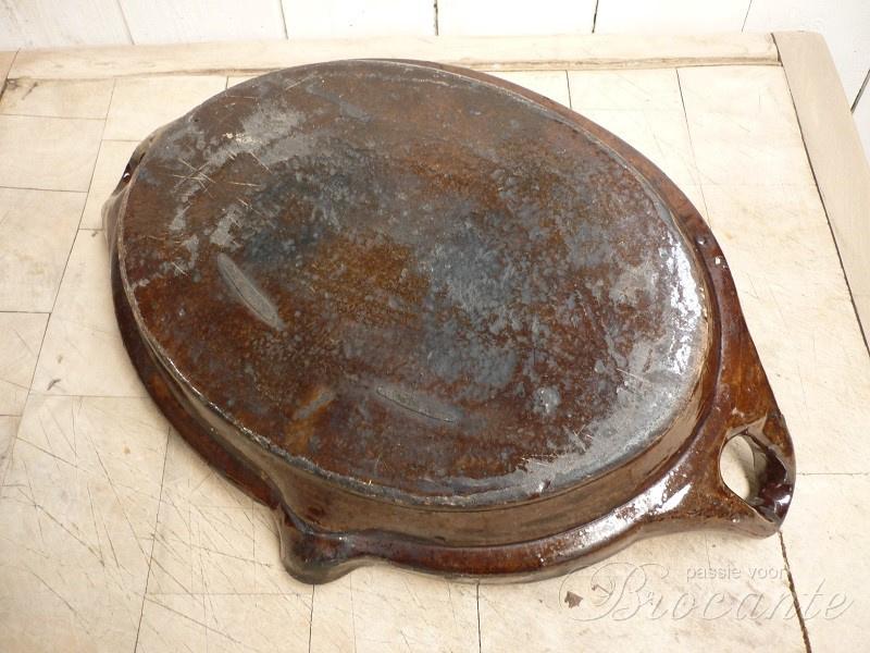 Een zeer mooie braadslede of ovenschotel in aardewerk