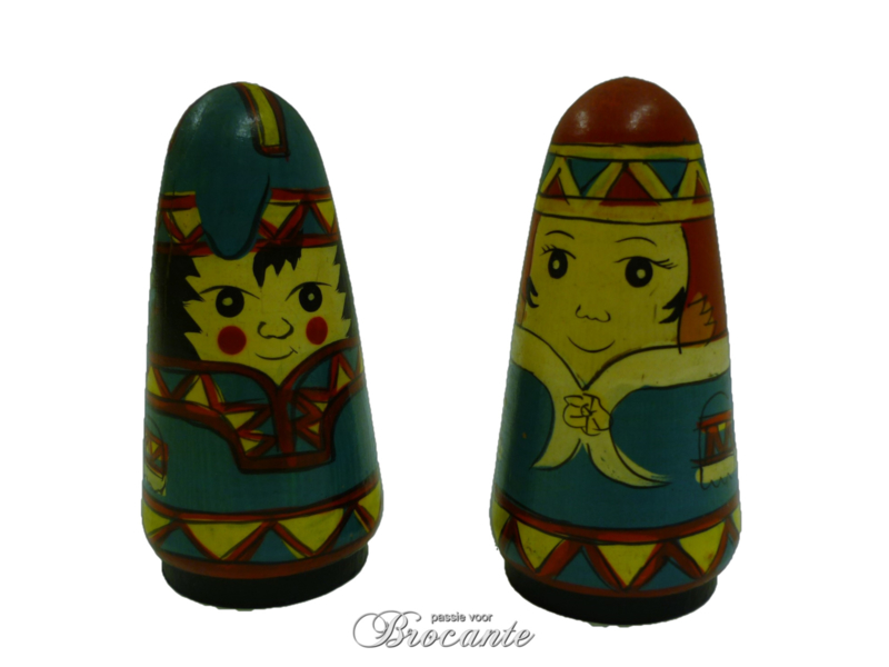 Vintage peper en zout stel rusmatroesjka, babushka
