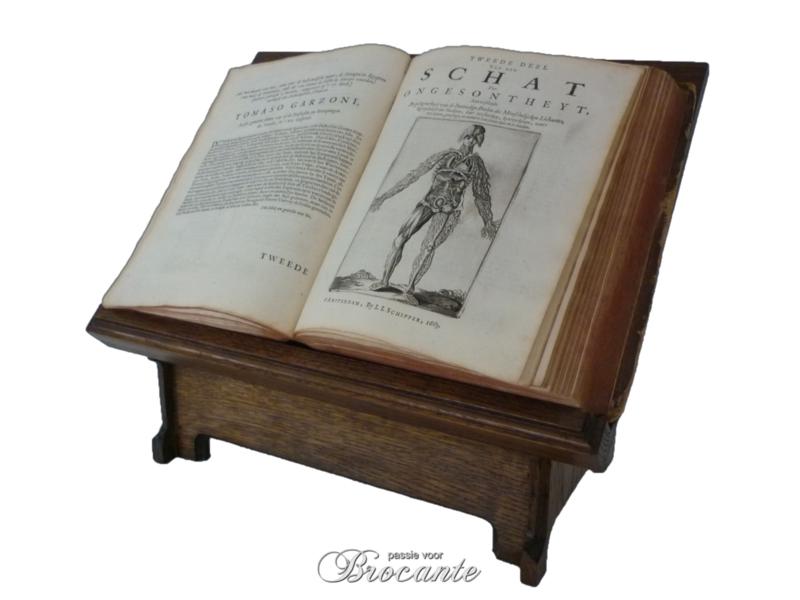 Mooie oude neogotiek boekenstandaard in eik