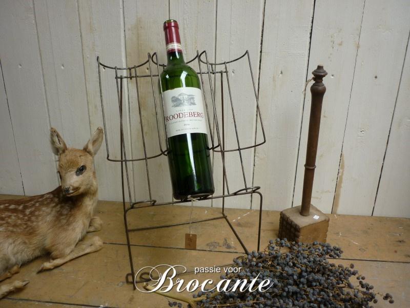 Oud brocante wijnrekje in draadstaal