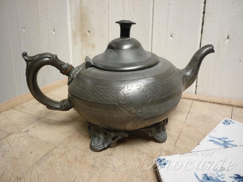 Charmant oud tinnen theekannetje