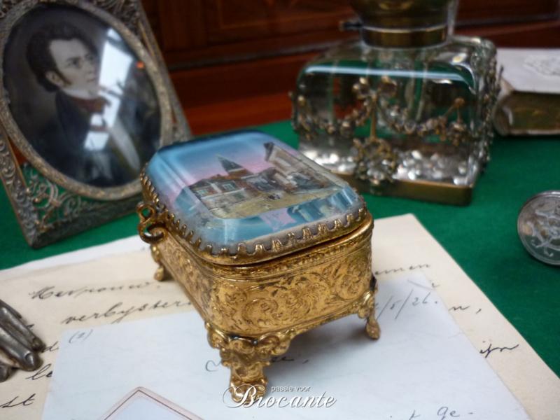 Antiek facet geslepen juwelendoosje uit Frankrijk - souvenir Beaune-la-Rolande