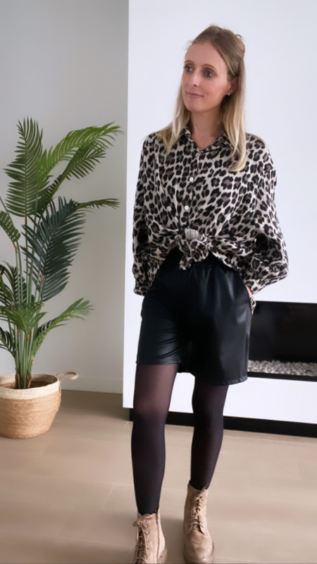 Leather look shortje