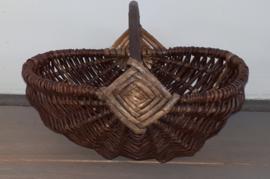 Beautiful old decorative handle basket ca 29 x 20 cm.