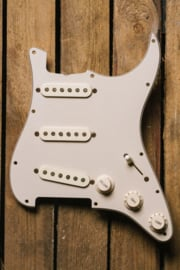 PRE-WIRED PICKGUARD 60's S-style AGED