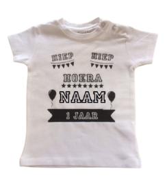 Verjaardag t-shirt met naam + leeftijd | Hiep hiep hoera