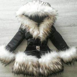 Winterjas met grote zachte bontkraag