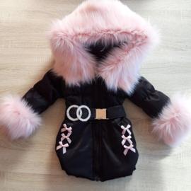 DAMES |  Zwarte Winterjas met grote  bontkraag | Kant D1
