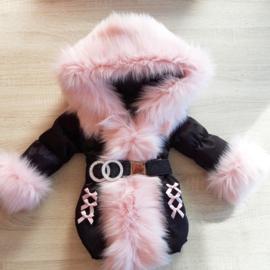 Zwarte Winterjas met grote bontkraag | Strikjes