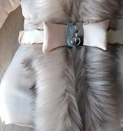 GEEN RETOUR  DAMES Creme Winterjas met grote beige bontkraag