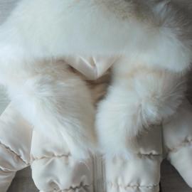 Winterjas met grote volle bontkraag Cream met schattige strikriem