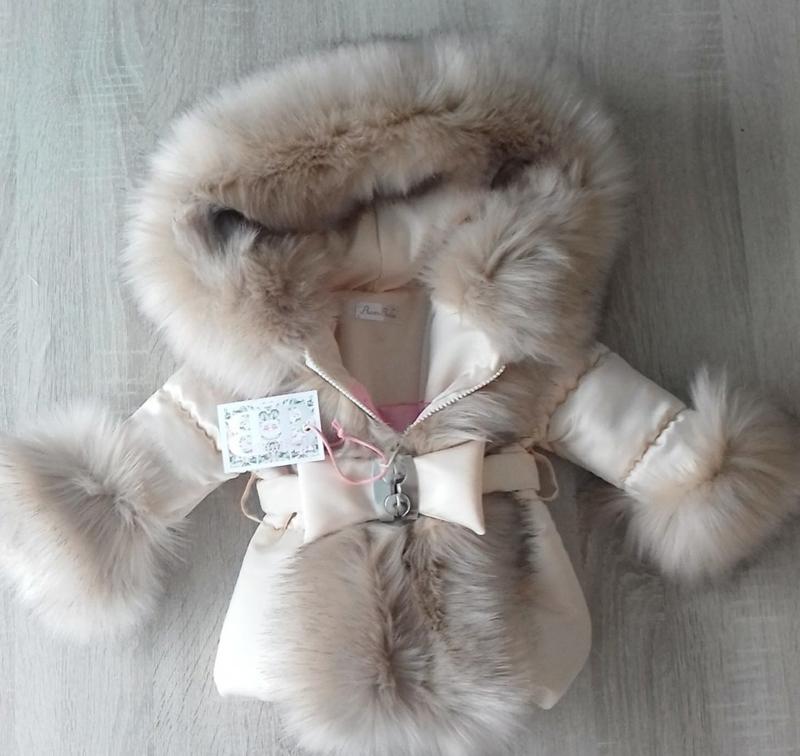 Creme Winterjas met grote beige bontkraag