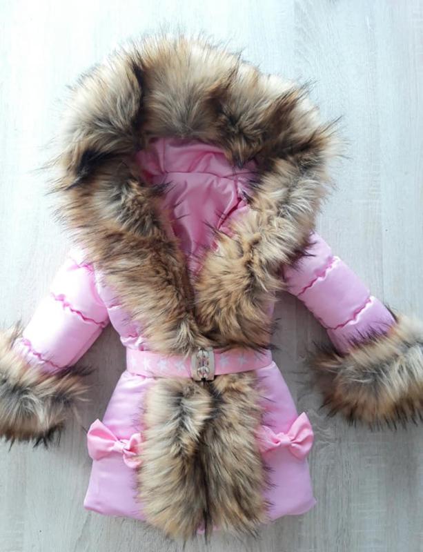 Winterjas met grote bontkraag met strikjes