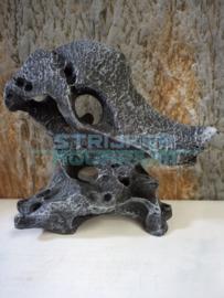 Sculpture antraciet steen met gaten