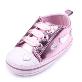 Roze sneakers met hartjes